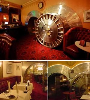 A98481_restaurant_2vault